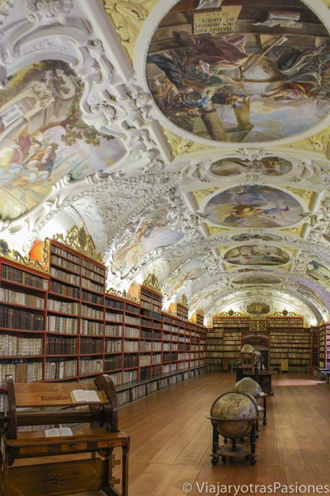Espectacular interior de la biblioteca del monasterio Strahov en Praga