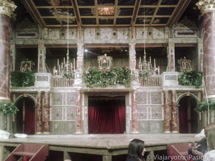 Escenario del célebre teatro de Shakespeare en Londres, the Globe