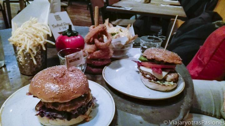 Imagen de unas deliciosas hamburguesas en una de las famosas cadenas de Londres
