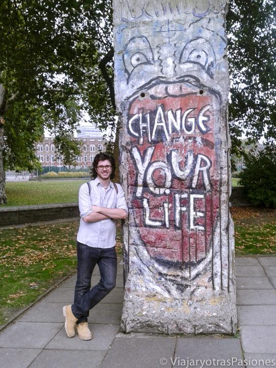 Sección del Muro de Berlin en el exterior del Imperial War Museum en Londres