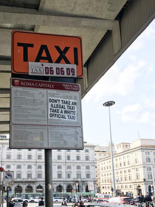 Información sobre los taxis en la estación de Termini en Roma, Italia