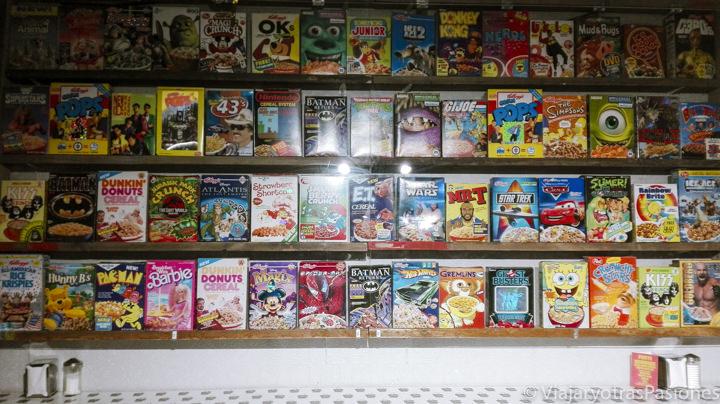 Interior del famoso Cereal Killer en Camden Town, Londres