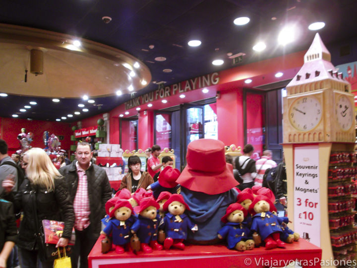 Interior de la famosa jugueterías Hamley's en Londres, Inglaterra