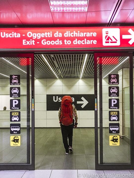 Salida del aeropuerto de Ciampino en Roma, Italia