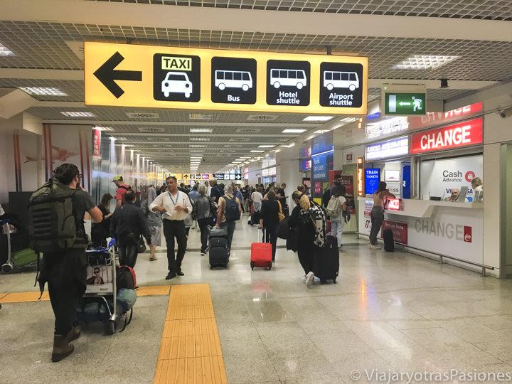 Direcciones en las llegadas del aeropuerto de Fiumicino, Roma