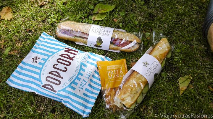 Típica comida que se puede comprar en el Pret a Manger en Londres, Inglaterra