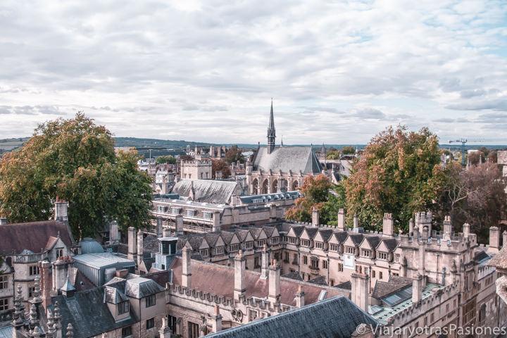 Espectacular panorama de Oxford desde la iglesia de Santa María Virgen, Inglaterra