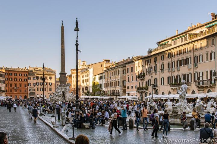 Estupendo panorama de la famosa Piazza Navona en Roma, Italia
