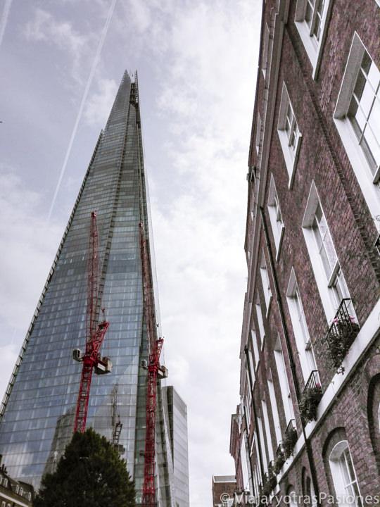 Bonita vista del famoso rascacielos Shard de Londres, Inglaterra