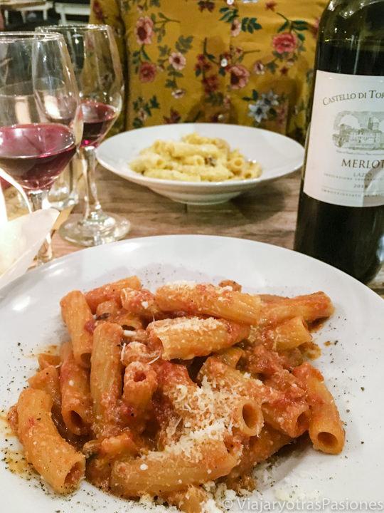 Deliciosos platos de pasta en el restaurante Grazia e Graziella en Trastevere, Roma