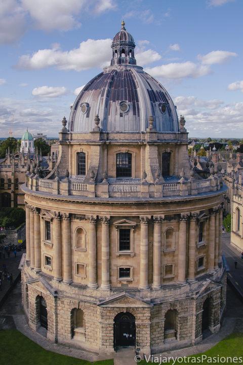 Vista panorámica de la famosa Radcliffe Camera en Oxford, Inglaterra