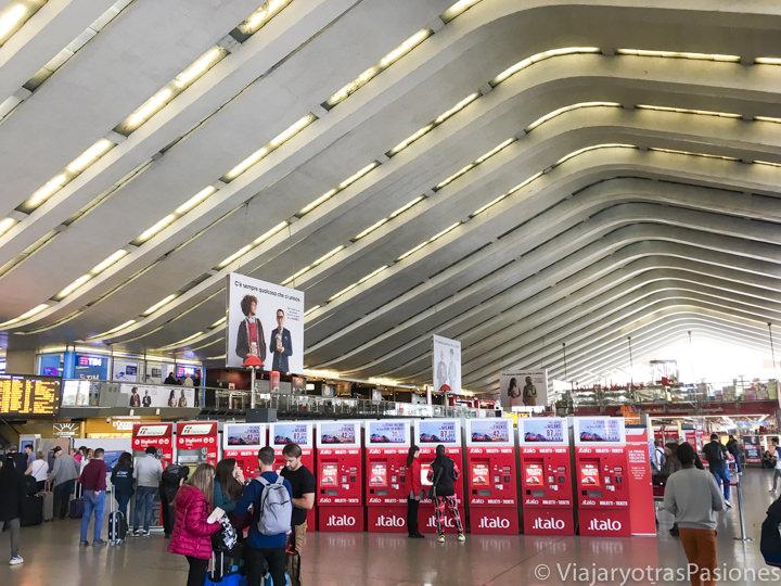 Sala de entrada de la famosa estación de Termini en Roma, Italia