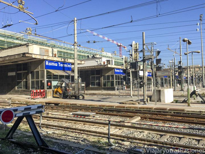 Llegada a la estación de Roma Termini con el tren Leonardo Express, Italia