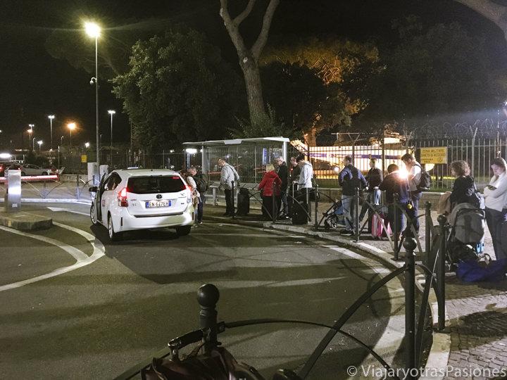 Area de espera para los taxis en el aeropuerto de Ciampino, Italia
