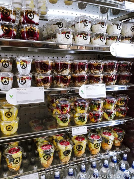 Selección de yogures en una tienda de Pret a Manger en Londres, Inglaterra