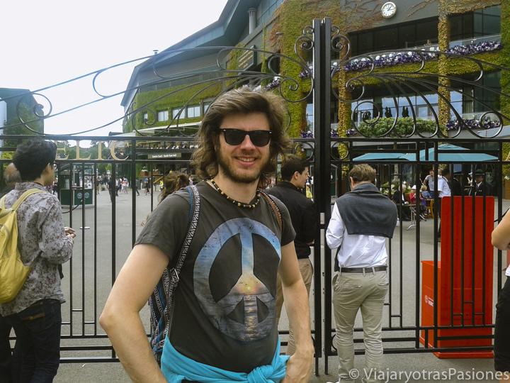 Entrada de los famosos estadios de Tennis en el barrio de Wimbledon, Londres