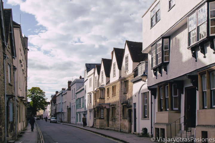 Panorámica de una de las calles mas bonitas de Oxford, Holywell Street