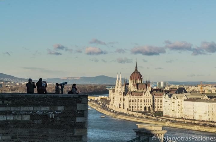 Precioso panorama desde el castillo de Buda en Budapest, Hungría