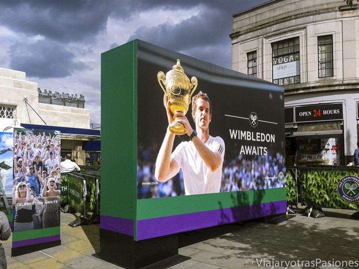 Publicidad del célebre torneo de tenis de Wimbledon en Londres