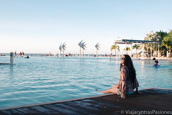 Vista de la bonita Lagoon en el paseo marítimo de Cairns, en Australia