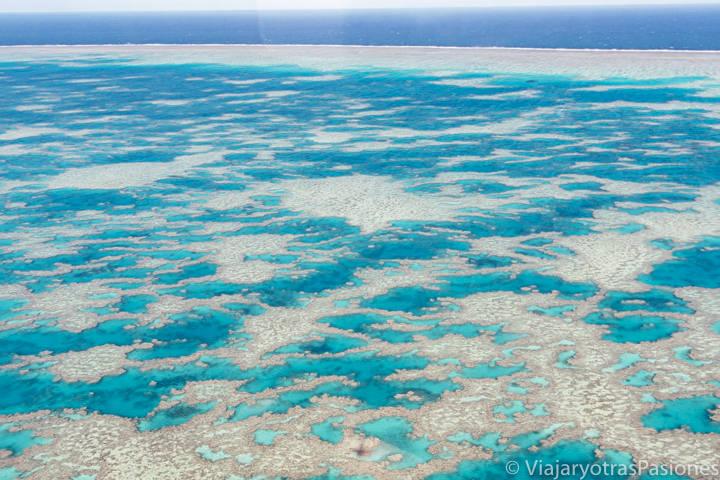 Espectacular panorama e la barrera de Coral cerca e las islas Whitsunday, Australia