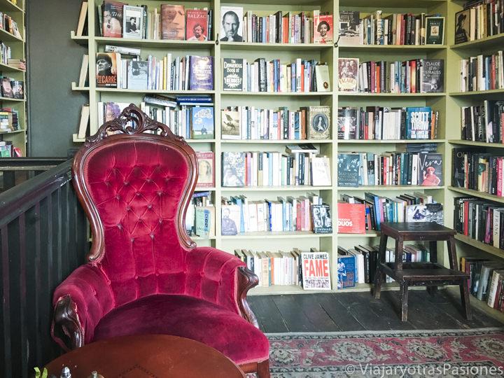 Hermoso interior de la librería Ampersand Cafe and Books en Sydney, Australia