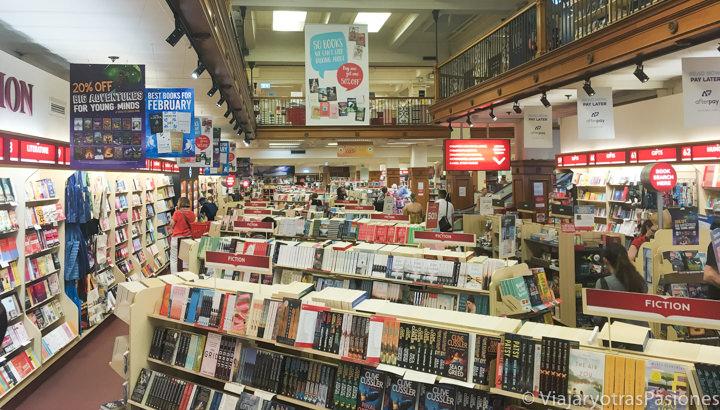 Interior de la librería Dymocks en Sydney, Australia