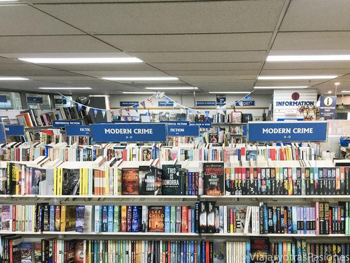 Interior de la bonita librería Abbey's Bookshop en Sydney, Australia