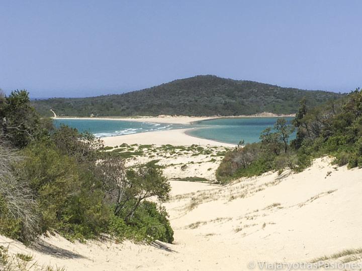 Panorama del peligroso Fingal Spit cerca de Fingal Bay en Port Stephens, Australia