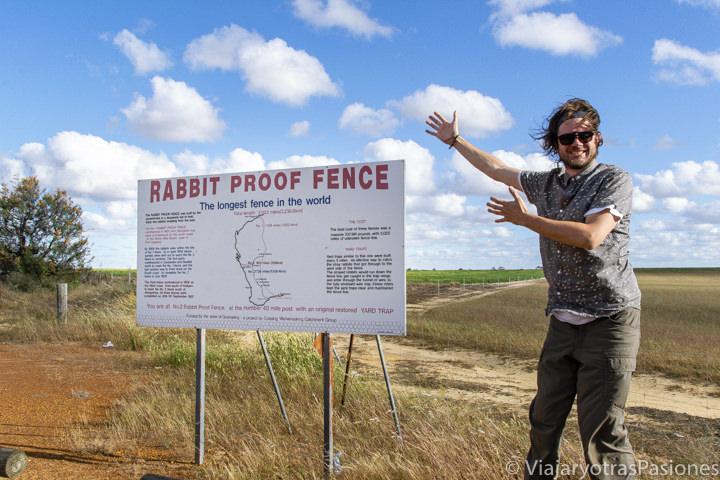 Vista de la famosa Rabbit Proof Fence en Western Australia