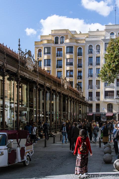 Espectacular entrada del famoso mercado de San Miguel en el centro de Madrid, España