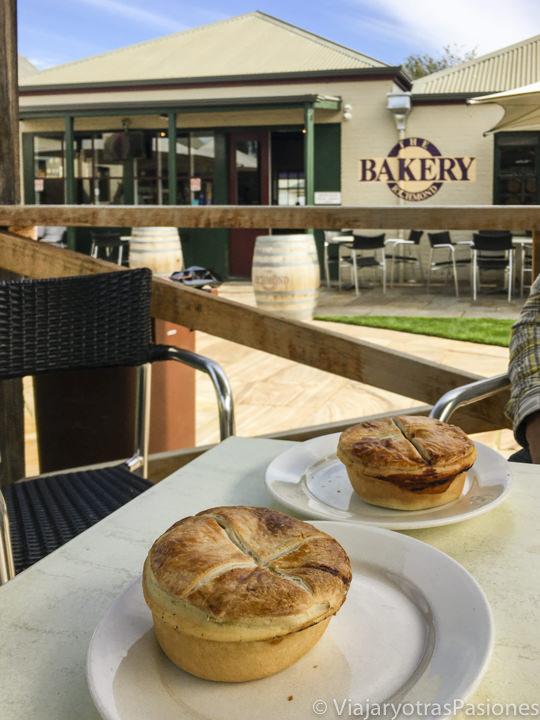 Deliciosas Scallop Pies en la famosa Bakery de Richmond, Tasmania