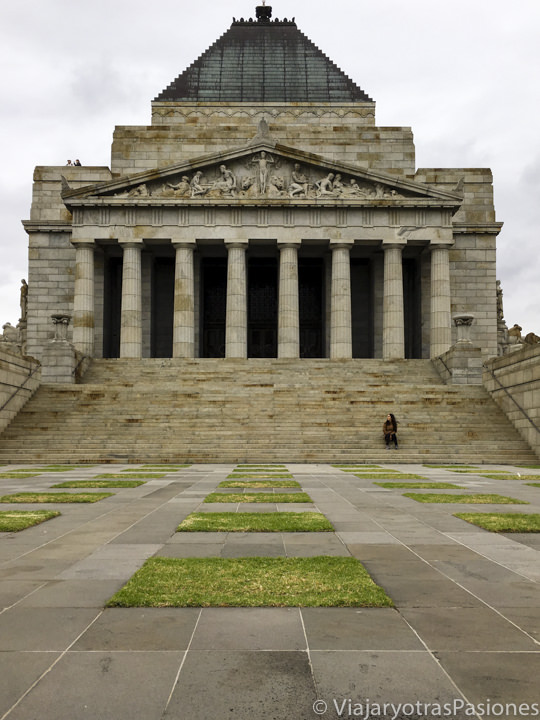 Entrada del Shrine of Remembrance en Melbourne, Australia