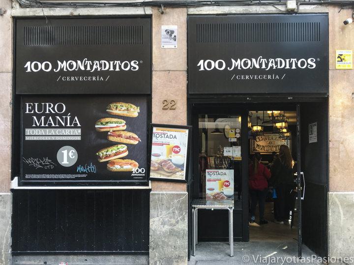 Entrada de uno de los famosos restaurante 100 Montaditos en Madrid