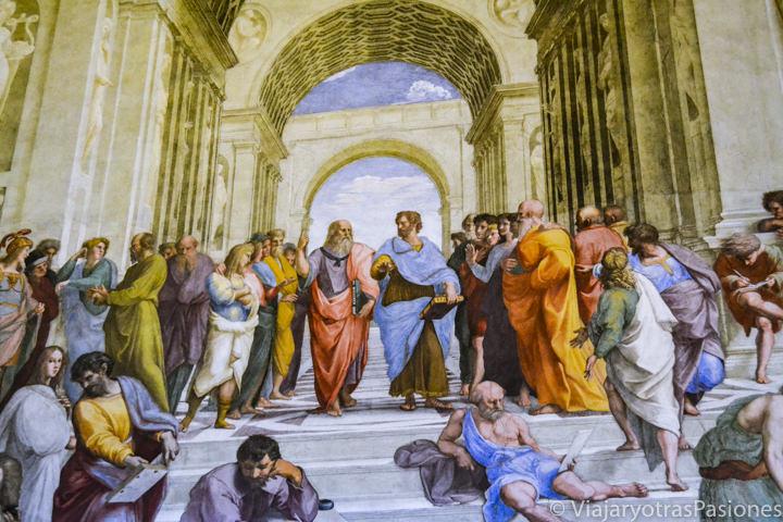"""Imagen de la famosa obra de Rafael """"La Escuela de Atenas"""" en los Museos Vaticanos, Roma"""