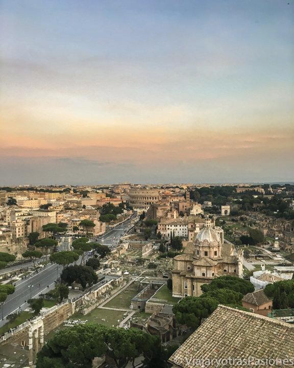 Hermoso atardecer en Roma desde el Altare della Patria