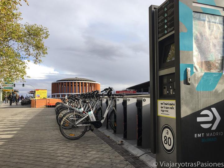 Estación de bicis cerca de la estación de Atocha, en Madrid