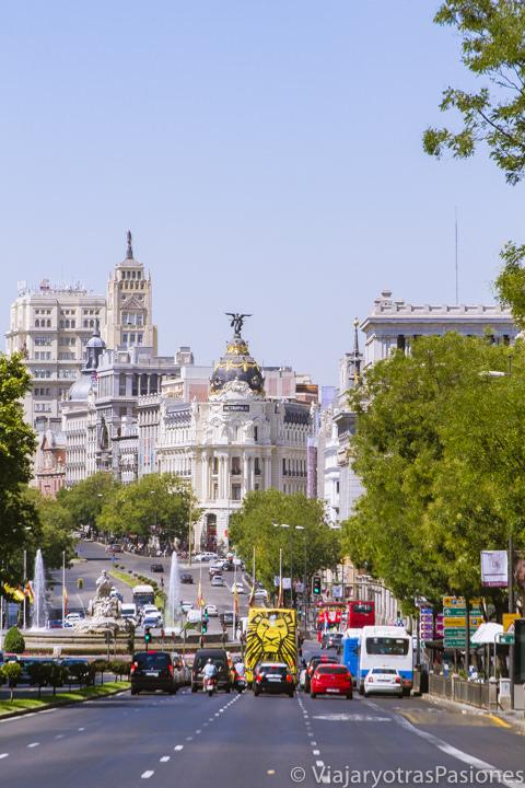 Vista de la Calle de Alcalá con el famoso Edificio Metrópolis, Madrid