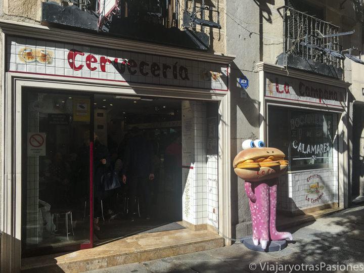 Entrada de la famosa cervecería Campana cerca de la plaza Mayor de Madrid
