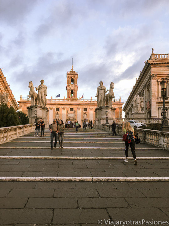 Atardecer en la bellísima Piazza del Campidoglio en Roma, Italia