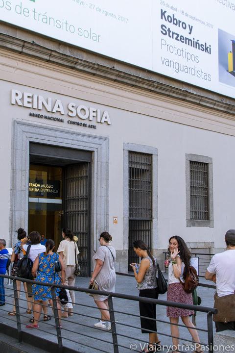 Entrada del célebre museo Reina Sofia de Madrid, España