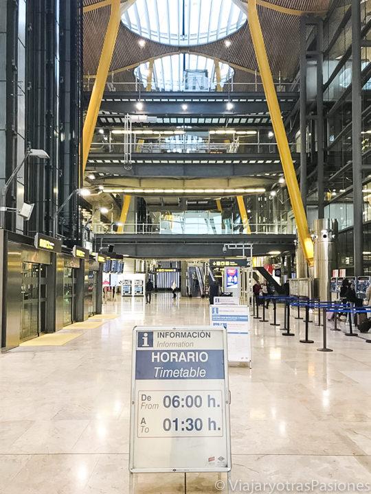 Entrada de la estación de metro de la T4 en el aeropuerto de Madrid