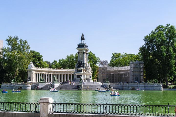 Vista del monumento a Alfonso XII, en El Retiro de Madrid, España