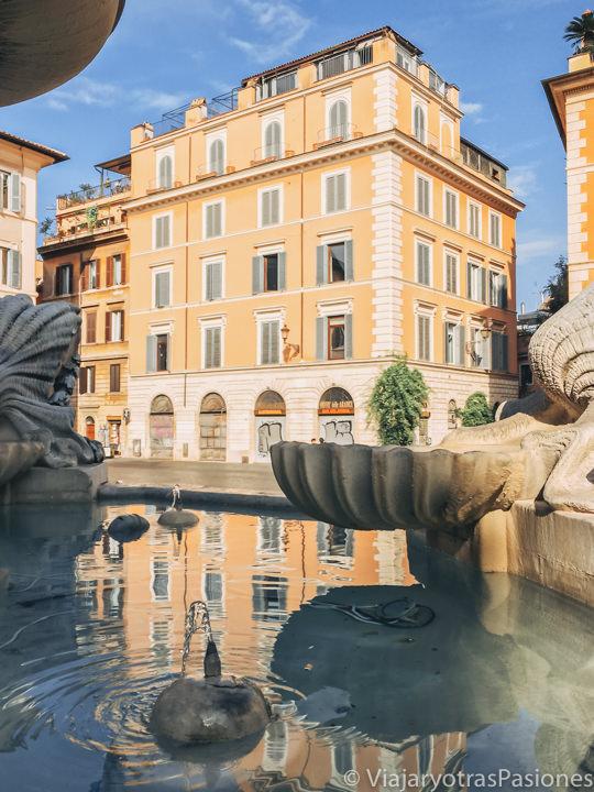 Detalle de la fuente en Piazza di Santa Maria in Trastevere, Roma