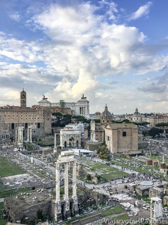 Espectacular vista desde el Palatino del Foro Romano de la Roma antigua, Italia