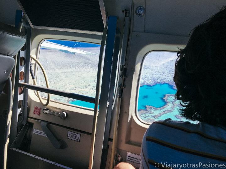 Panorama de la gran barrera de coral desde el avión cerca de las islas Whitsunday