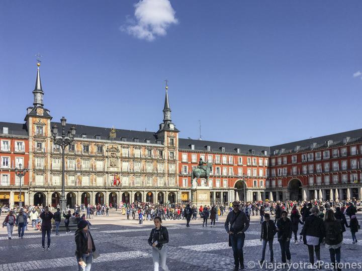 Vista panorámica de la hermosa Plaza Mayor de Madrid, España