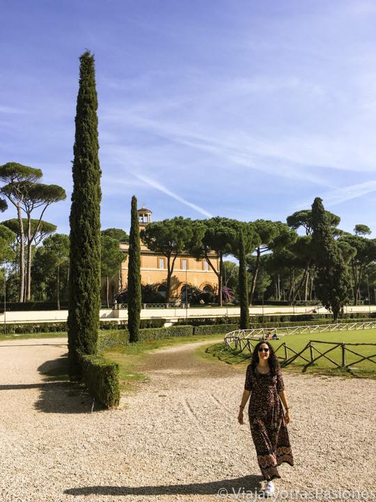 Hermoso rincón del famoso parque de Villa Borghese en Roma, Italia