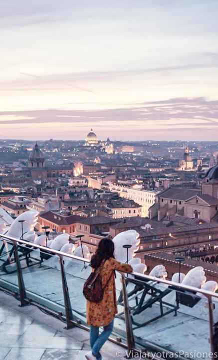 Increíble vista del atardecer desde el mirador en el Vittoriano en Roma, Italia