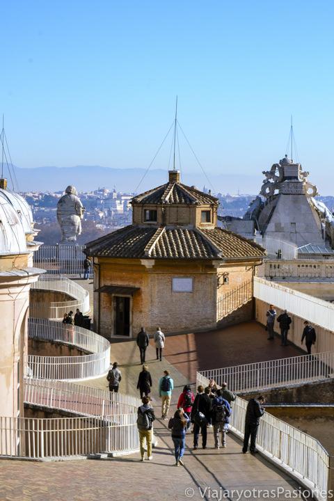 Panorama del techo de la Basílica de San Pedro en el Vaticano, Roma